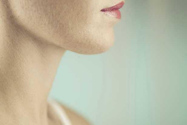 10 секретов камуфляжа для увядающей шеи